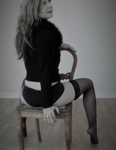 Fotograf-Mareen-Becker-Akt-Frau-Stuhl